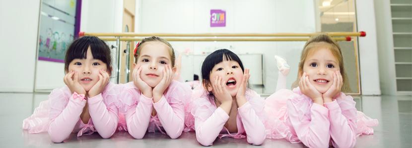 NYC纽约国际杭州西溪早教中心:上芭蕾课的宝贝们
