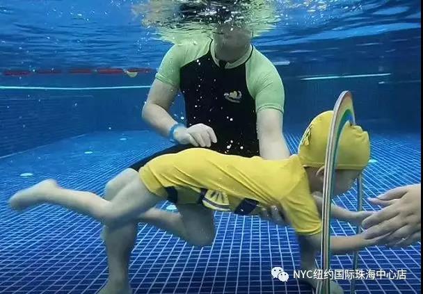 NYC纽约国际广东珠海早教中心:水上趣味亲子游泳活动招募