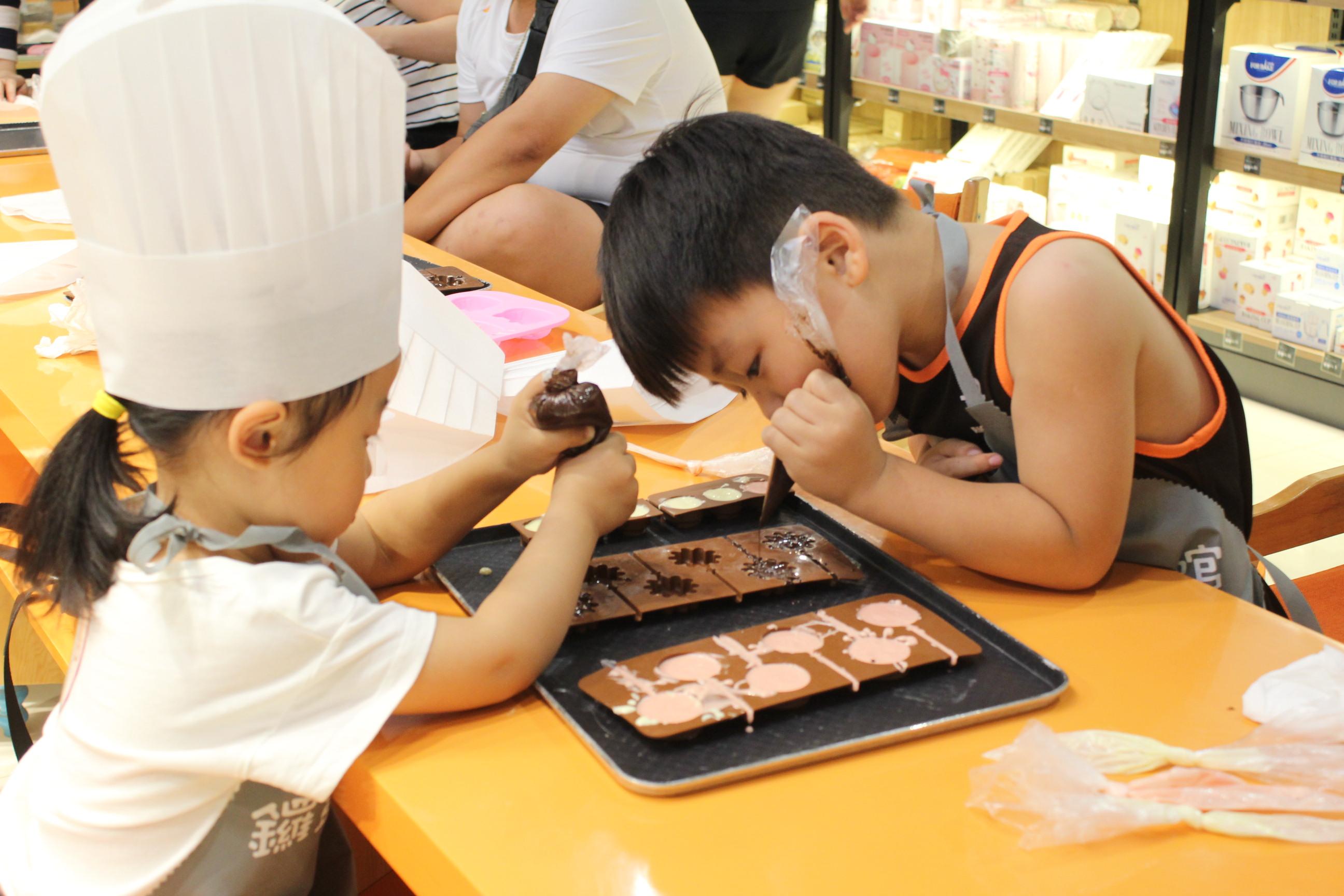 NYC纽约国际邯郸早教中心:巧克力DIY活动回顾