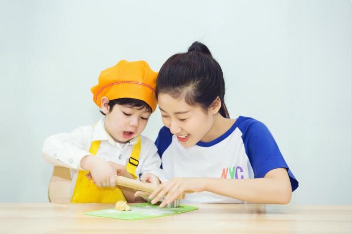 NYC纽约国际郑州建业5D早教中心厨艺课